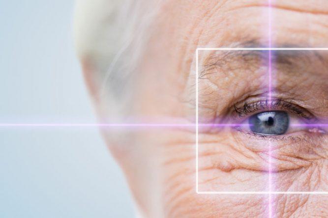 Beaucoup de personnes âgées ne possèdent des lunettes ou des lentilles adaptées à leur vue.